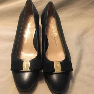 Salvatore Ferragamo Vara low heel dressy pumps